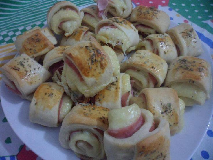 Pãezinhos com queijo e presunto