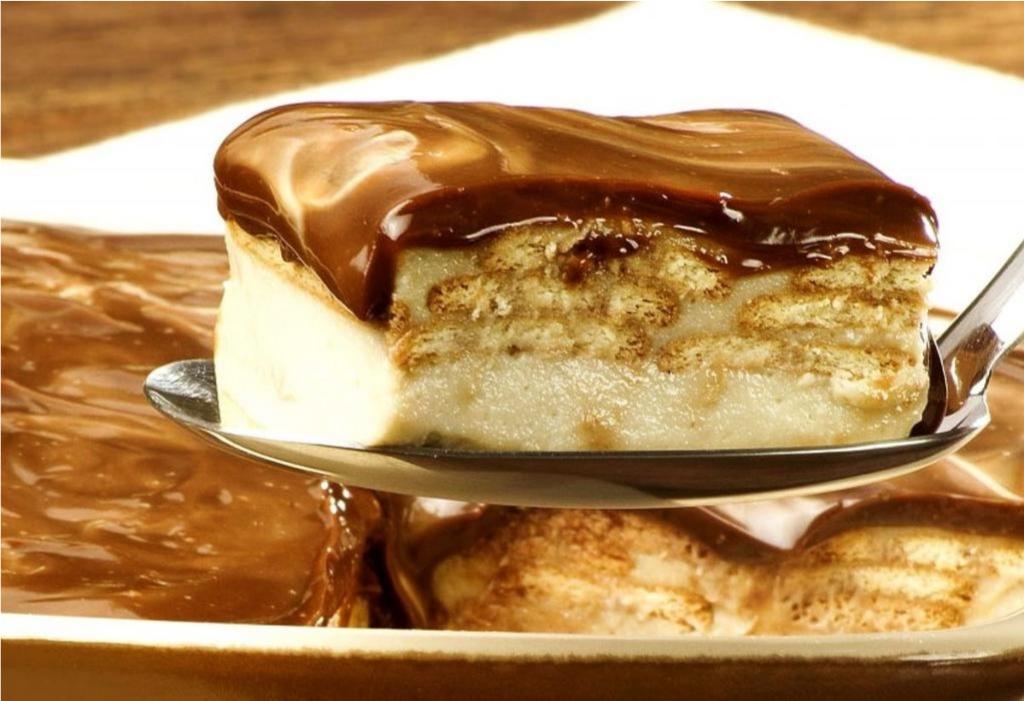 Pavê de Biscoito Maisena com Cobertura de Chocolate