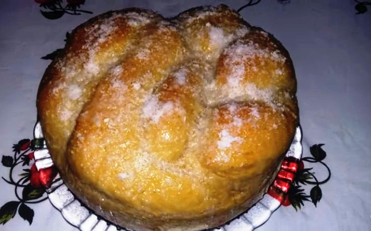Pão Rosca Doce com Cobertura de Leite Condensado e Coco