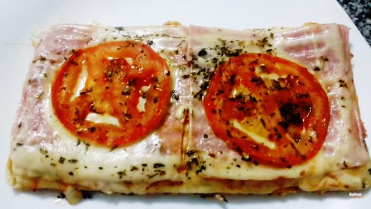 Uma pizza feita de um jeito que você nunca viu (na sanduicheira)