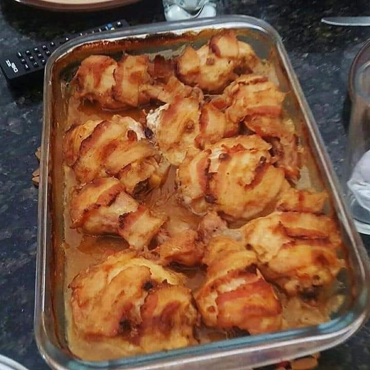 Você nem imagina como é feito esse delicioso frango de forno